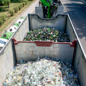 Glasrecycling, LKW Trennung weiß in bunt